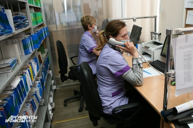 Работает call-центр регистратуры поликлиники.