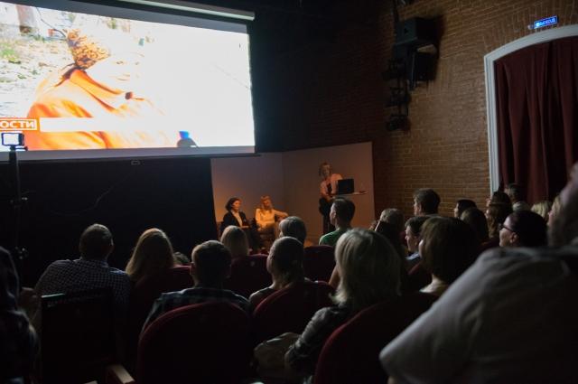 Публике показали сюжеты годичной давности о появлении в Омске нового театра.