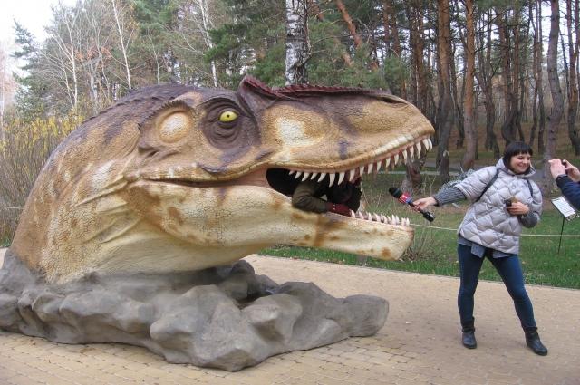 Динозавры Они дышат, шевелят хвостами, рычат и шипят.