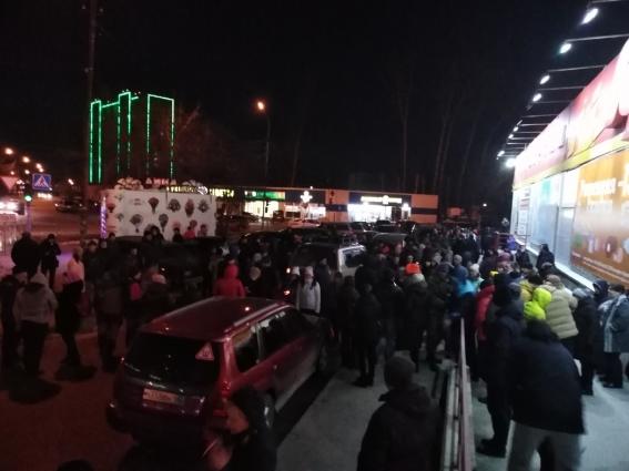 Десятки добровольцев со всего Новосибирска и близлежащих населенных пунктов вызвались поздним вечером искать пропавшего мальчика.