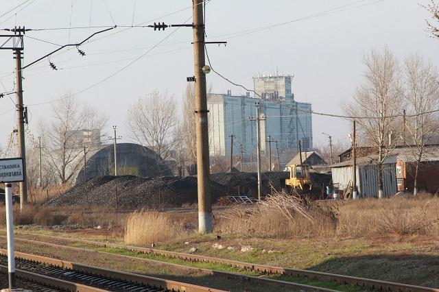 Угольный склад и элеватор - раньше сюда приезжали грузовые поезда.