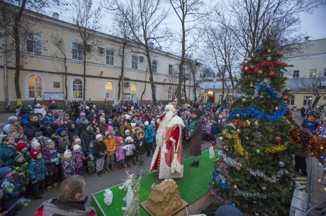 Дед Мороз убедился, что Северная столица к праздникам.