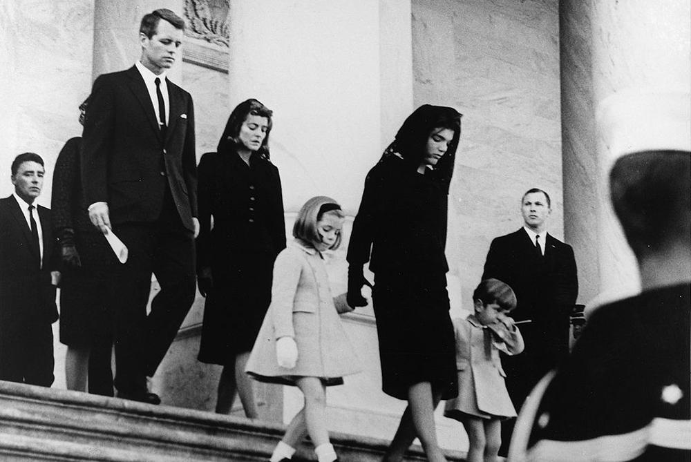 Роберт Кеннеди на похоронах своего брата, президента Джона Ф. Кеннеди, 25 ноября 1963 года.
