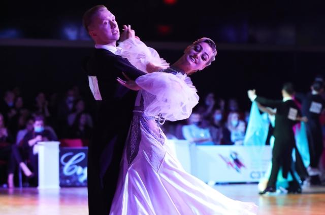 Борис и Алевтина во время выступления.