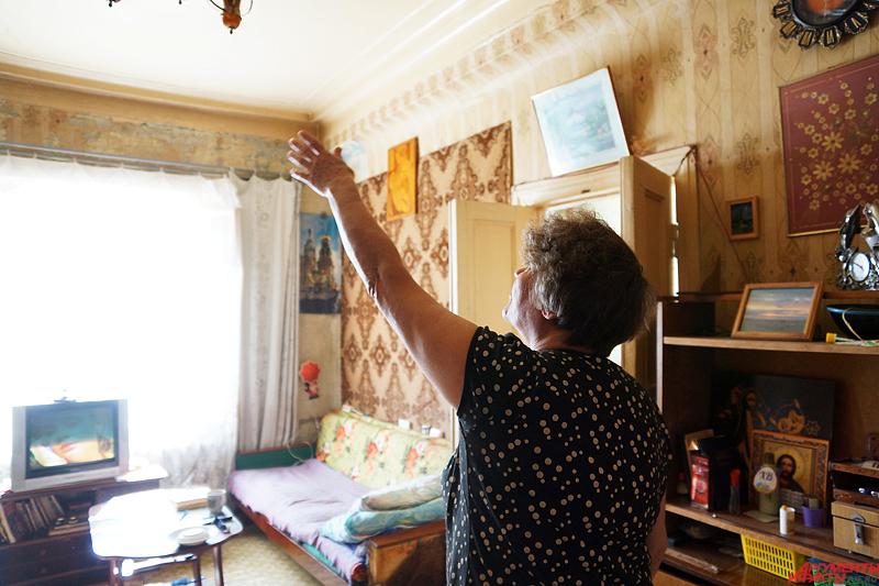 Другая пенсионерка, инвалид Валерия Молотова, любезно согласилась показать свои нечеловеческие условия жизни