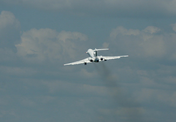 Самолет Ту-154М.