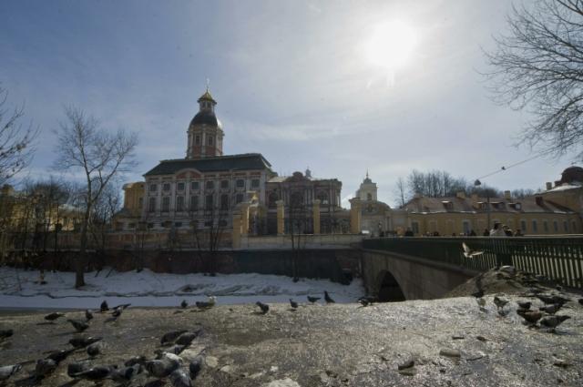 Свято-Троицкая Александро-Невская лавра - место, куда Петр I попросил перенести мощи князя.