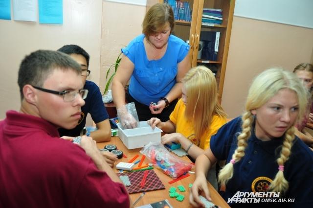 И девочки, и мальчики с интересом изучают робототехнику.