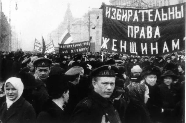 В России женщинам разрешили голосовать раньше, чем в Европе.