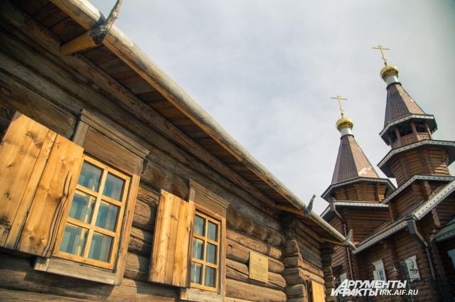 Чудом сохранившийся дом дяди Святителя Иннокентия дал начало всему комплексу.
