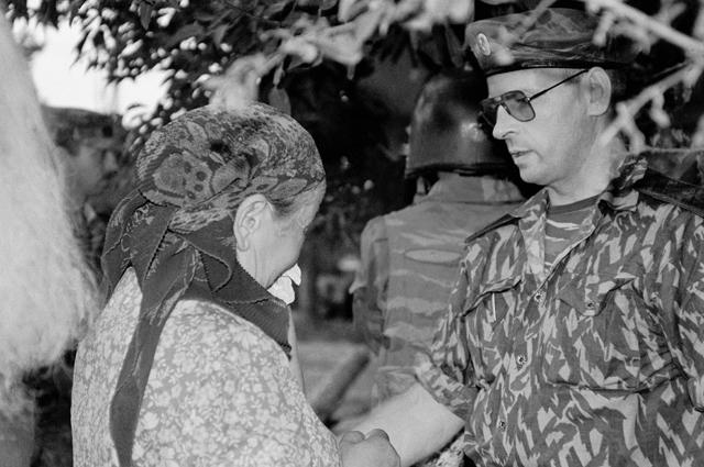 Бывший командующий объединенной группировкой войск в Чечне Анатолий Романов у храма Христа Спасителя в Москве, где представлены Дары волхвов