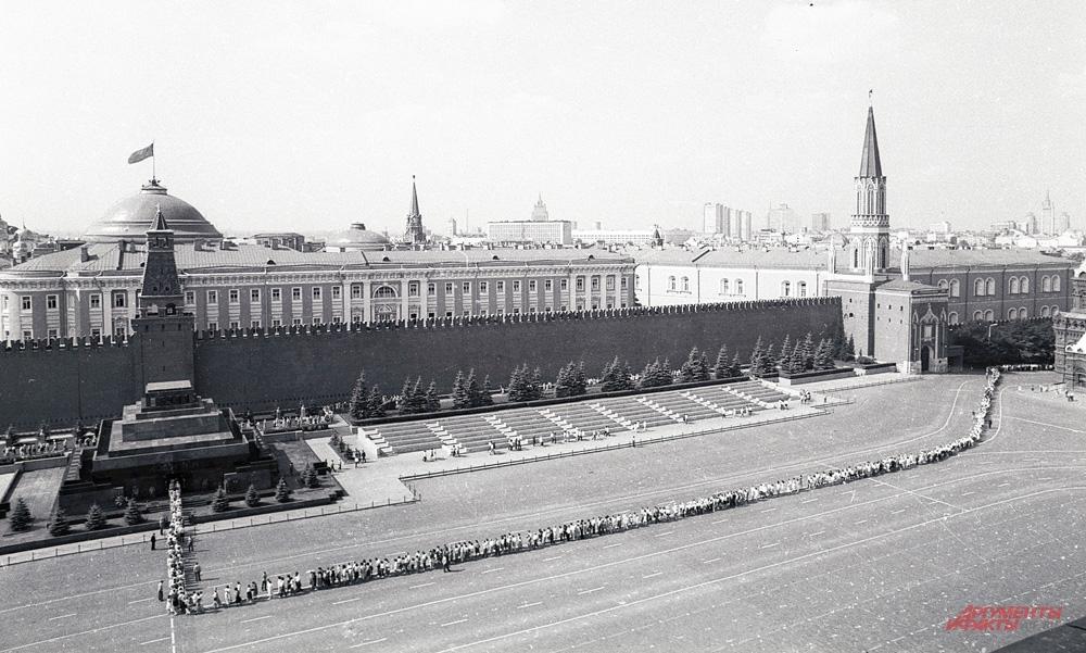 В. Матвиенко: «Ленин на Красной площади - это тоже часть нашей истории». Красная площадь, лето 1985 года.