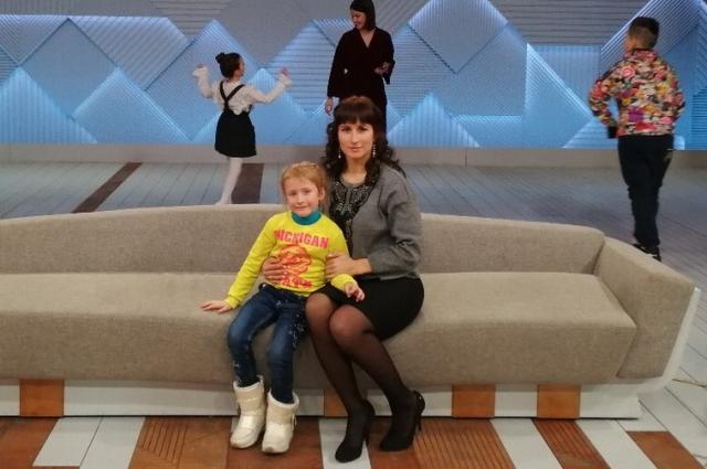 Елена Носова с дочкой.