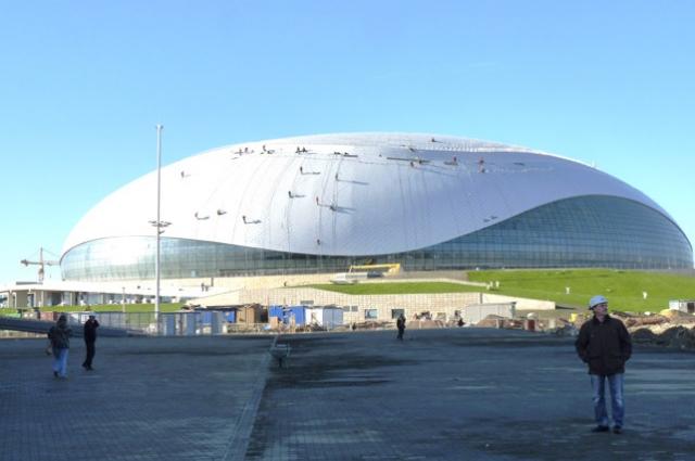 Строительство ледовой арены почти завершено, 2012 год.