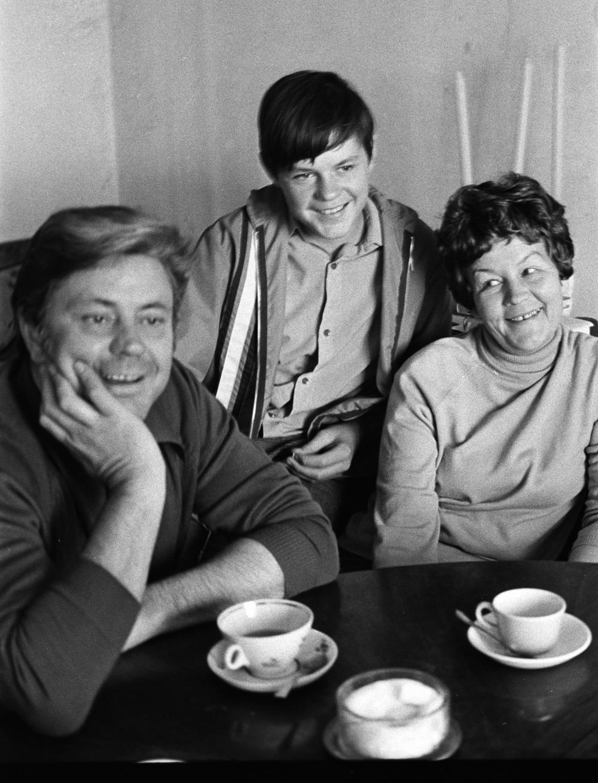 Заслуженный артист Литовской СССР Донатас Банионис с женой и сыном. 1989 г.