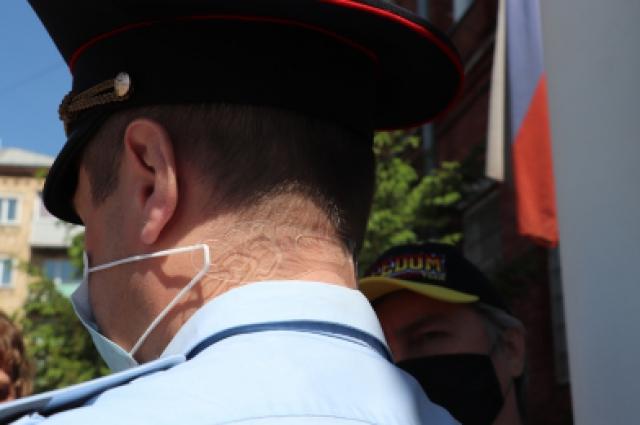 Держатели для масок представляют собой пластиковую полоску с несколькими зубцами
