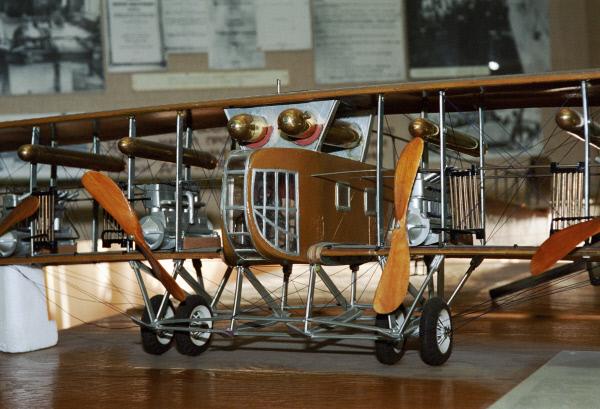 Модель самолёта Илья Муромец, сконструированного Игорем Сикорским в 1914 году, хранится в Центральном аэрогидродинамическом институте имени Николая Егоровича Жуковского (ЦАГИ)