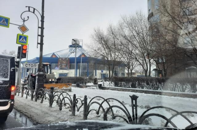Последствия снегопада в Тюмени.