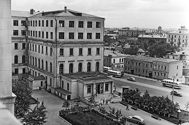 Здание Московского института стали и сплавов (МИСиС). 1959 год.