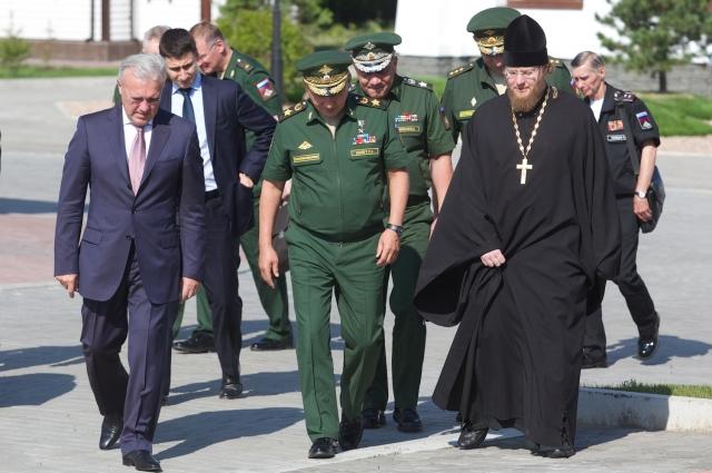 С. Шойгу в Красноярске посетил Успенский монастырь.