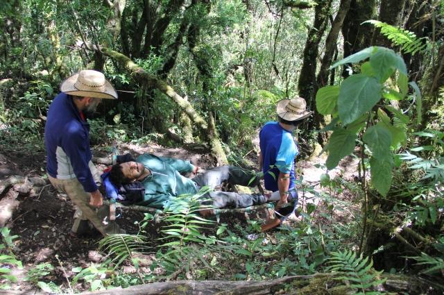 При восхождении на вулкан Акатенанго в Гватемале наши путешественники спасли человека, в которого стреляли местные бандиты.