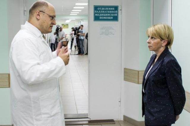 Долго беседовала доктор Лиза и с главным врачом больницы Андреем Карпецом.