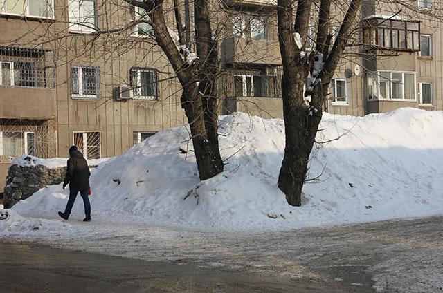 Жители боятся потепления и таяния накопившегося за зиму снега.