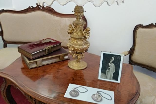 Личные вещи императорской семьи. «Музей семьи Императора Николая II», Тобольск.