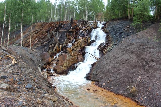 Сегодня в бывших районах угледобычи насчитывается 16 изливов шахтных вод.