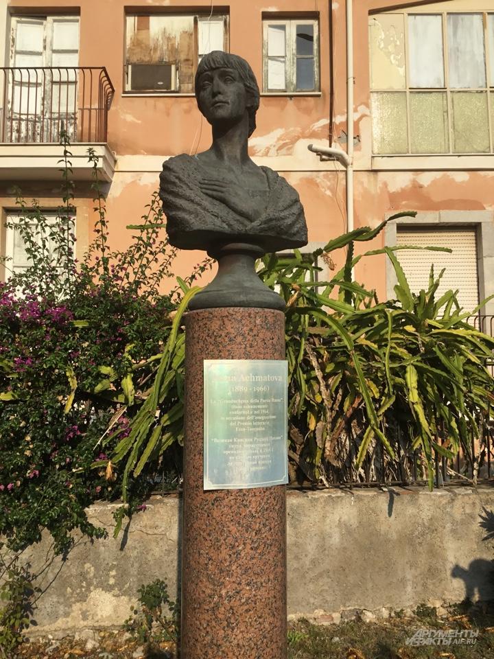 Памятник Анне Ахматовой.