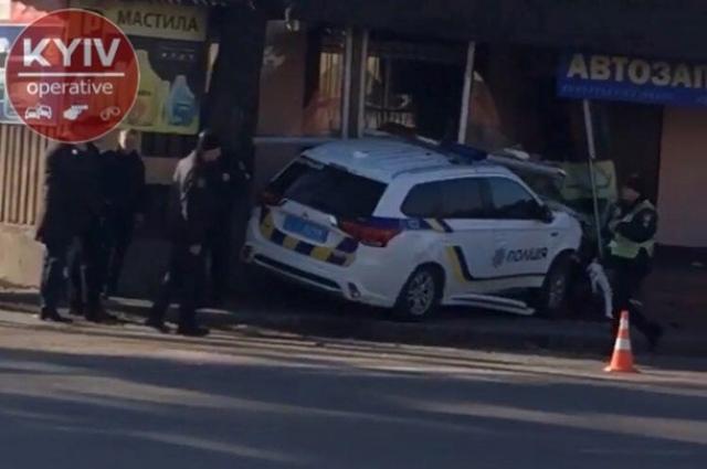 По словам очевидцев аварии, авто полиции мчалось на огромной скорости с включенными проблесковыми маячками и звуковыми спецсигналами.