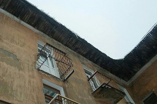 Один из балконов рухнул в конце октября.