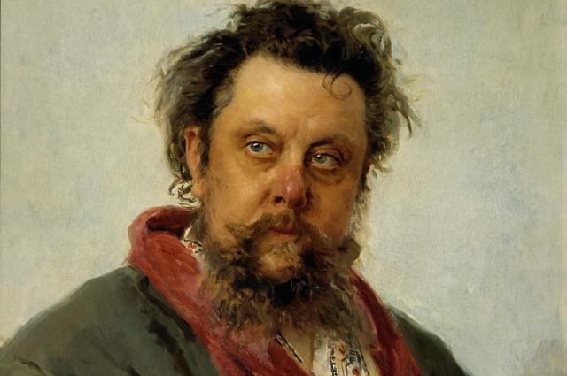 На картине Репина Мусоргский неопрятен, непричесан, сильно располневший.