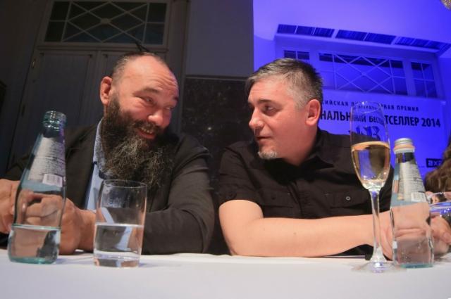 Николай Копейкин (справа) лишился при ограблении телефона.