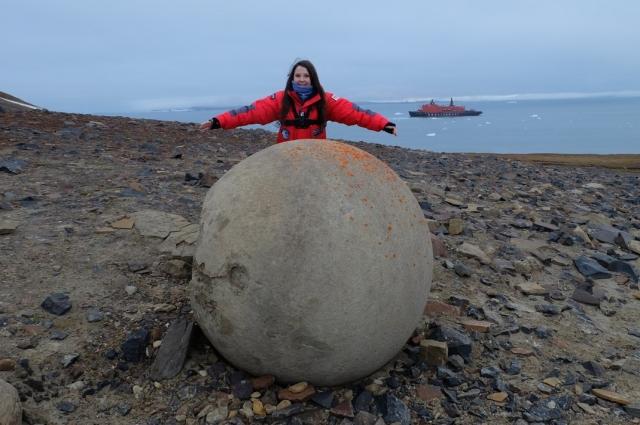 На острове Чамп Забава увидела загадочные сферолиты.