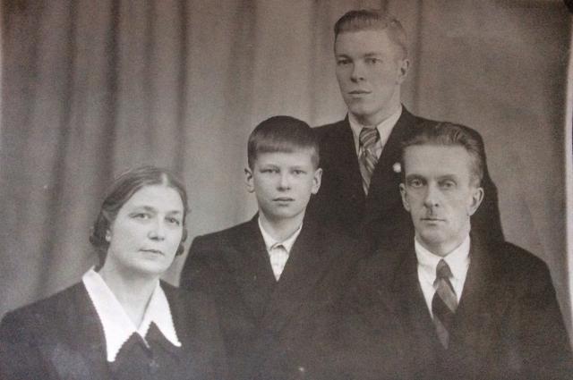 Владимир Унтербергер (стоит) и его отец (справа)