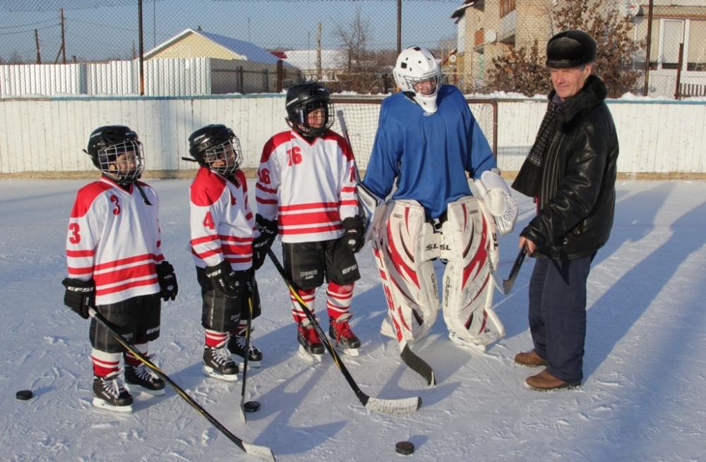 По договору социального партнёрства Русская медная компания в нынешнем спортивном сезоне оплатила покупку снаряжения для детской хоккейной команды Томинского.