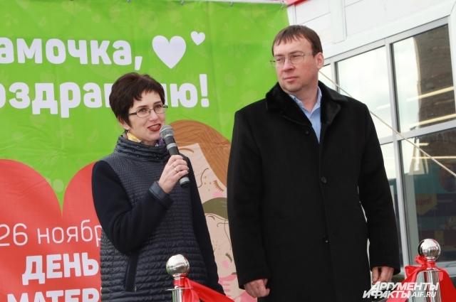 Геннадий Таран и Марина Ермаченко открыли 400-й магазин «5-ка» в Ростовской области.