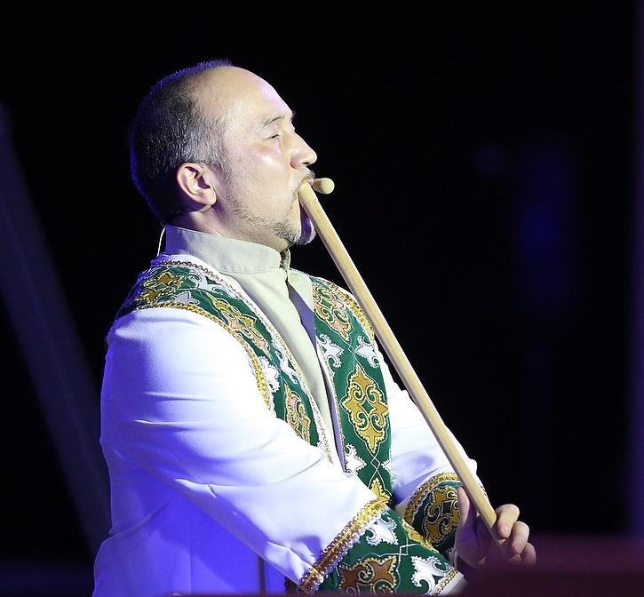 Башкирский кураист Роберт Юлдашев популяризирует инструмент по всему миру.