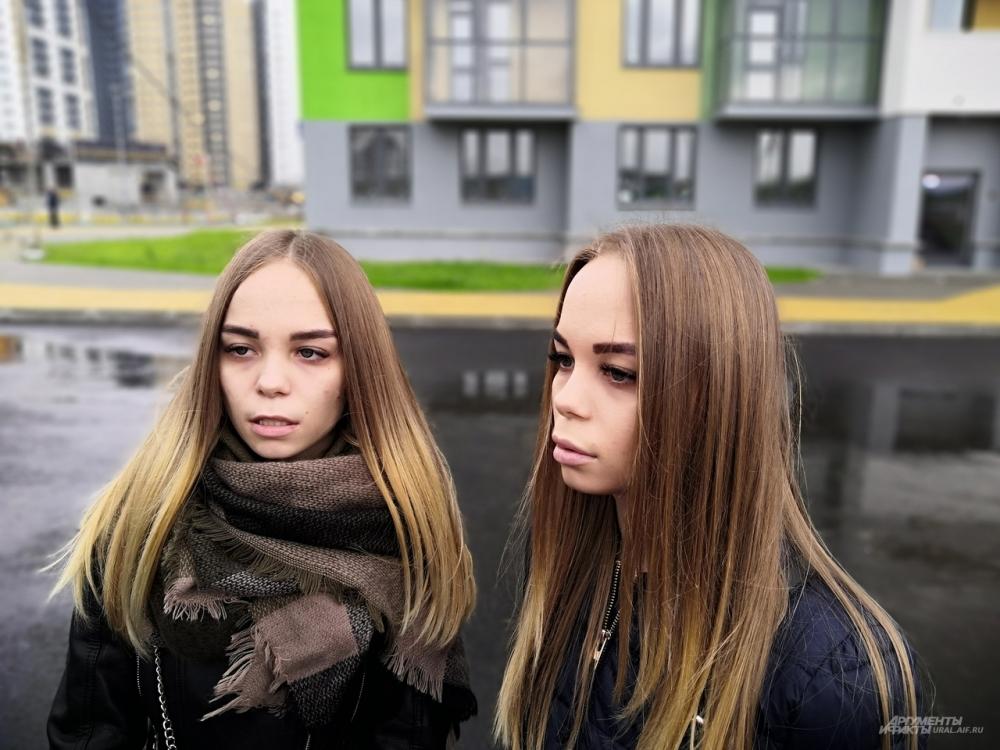 Близняшки Татьяна и Ксения Казаковы всю жизнь вместе. И даже в новом доме они будут соседями.