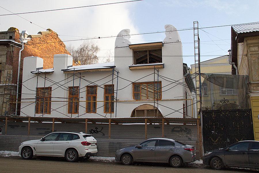 Авгуры на дом Троицкого уже вернули.