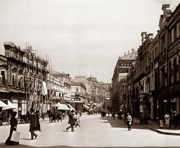 А вот Голофтеевский пассаж был снесён (на снимке - справа), 1914 год