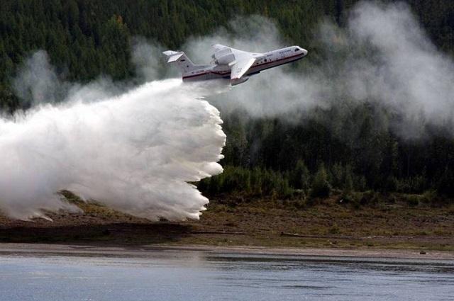 Единственный в Якутии самолет Бе-200 пока на ремонте.