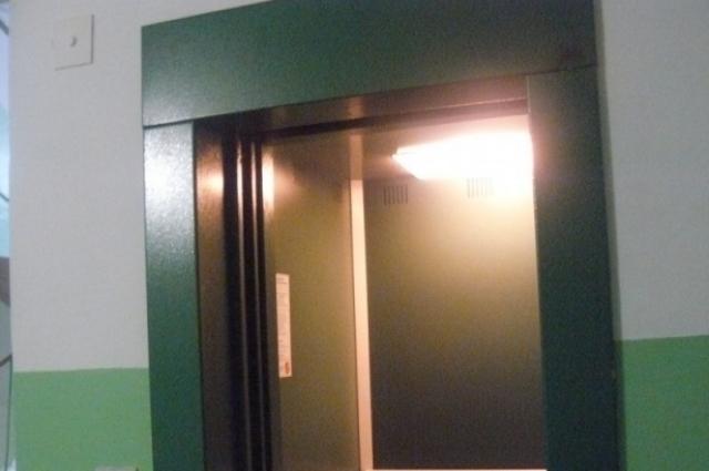 В некоторые наши лифты и садиться-то страшно...