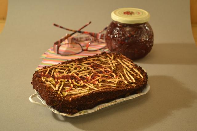 Торт из бородинского хлеба с яблоками
