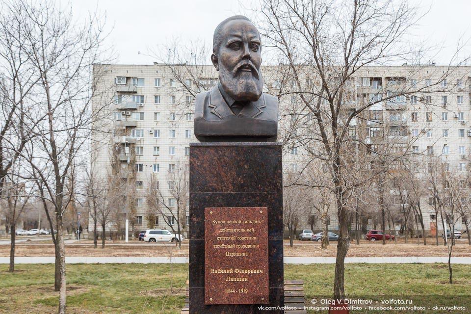 Памятник купцу Лапшину