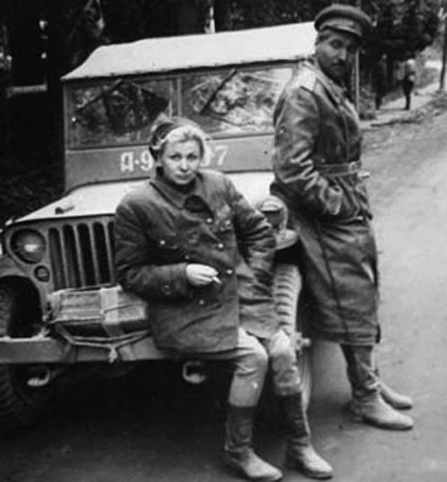 На фронтовых дорогах. Валентина Сероваи Константин Симонов,1944 год