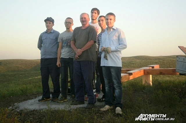 Александр Горбулин (в центре фотографии) вложил много сил в постройку храма.