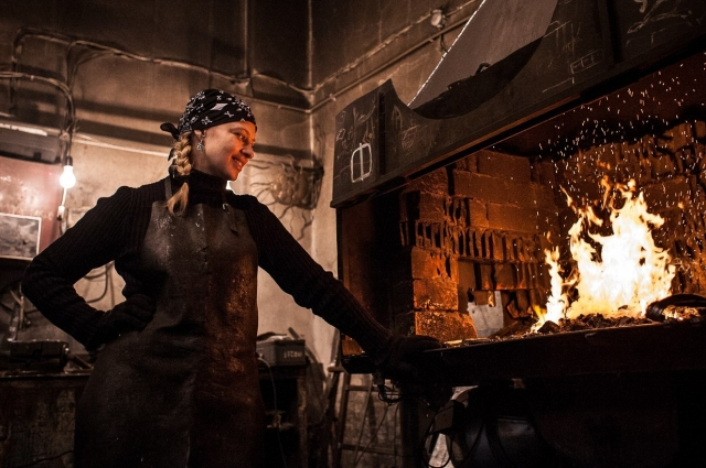 Ольгу завораживает, когда под руками железный прут обретает форму.