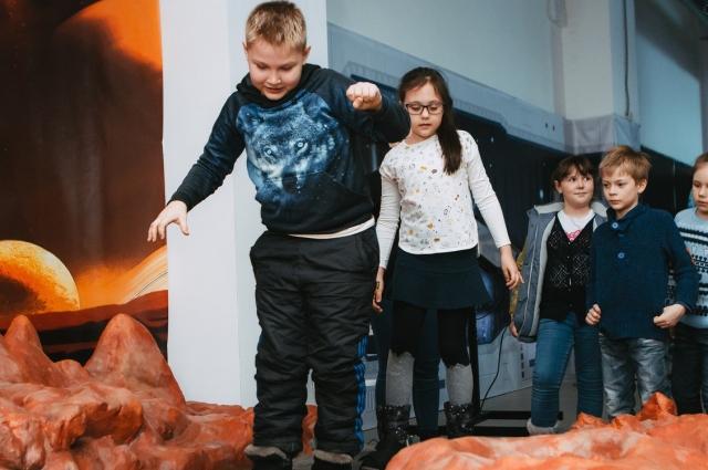 Все экспонаты абсолютно безопасны, поэтому родителям не нужно переживать за своих маленьких космонавтов.